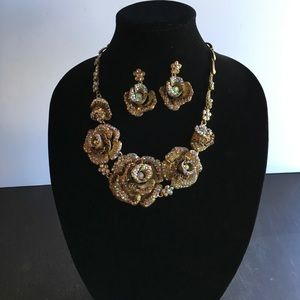 Jewelry - ✨Vintage Gold Statement Necklace  & Earrings✨